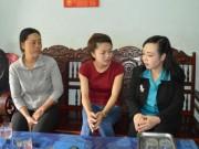Tin tức trong ngày - Bộ trưởng Bộ Y tế thăm gia đình bé gái bị cưa chân