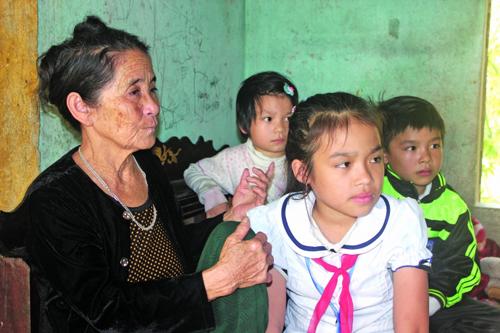 Nỗi đau sau TNGT: Ba trẻ mồ côi nương tựa một thân già - 1