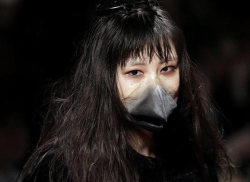 Hết hồn với thời trang kinh dị trên sàn diễn Tokyo - 4