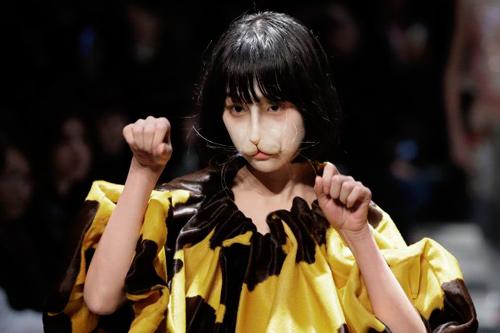 Hết hồn với thời trang kinh dị trên sàn diễn Tokyo - 5