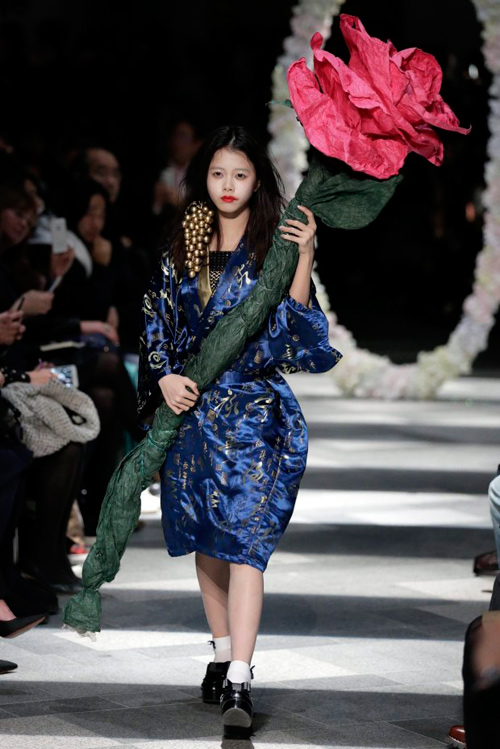 Hết hồn với thời trang kinh dị trên sàn diễn Tokyo - 8