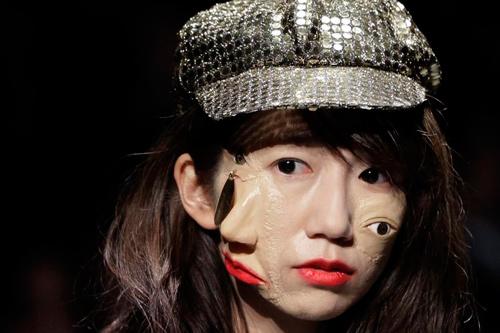 Hết hồn với thời trang kinh dị trên sàn diễn Tokyo - 2