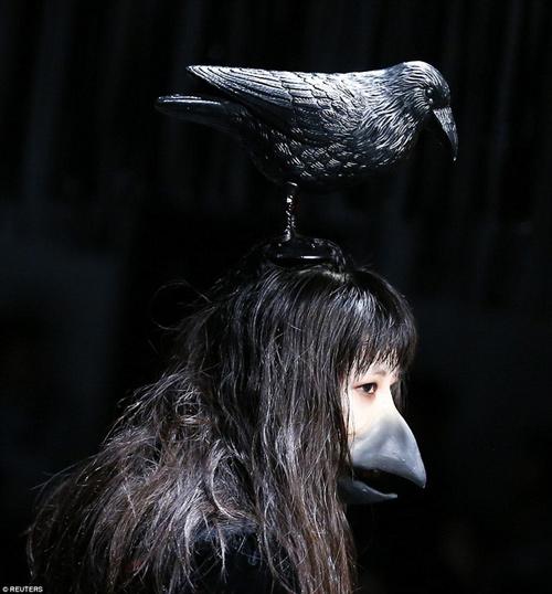Hết hồn với thời trang kinh dị trên sàn diễn Tokyo - 1
