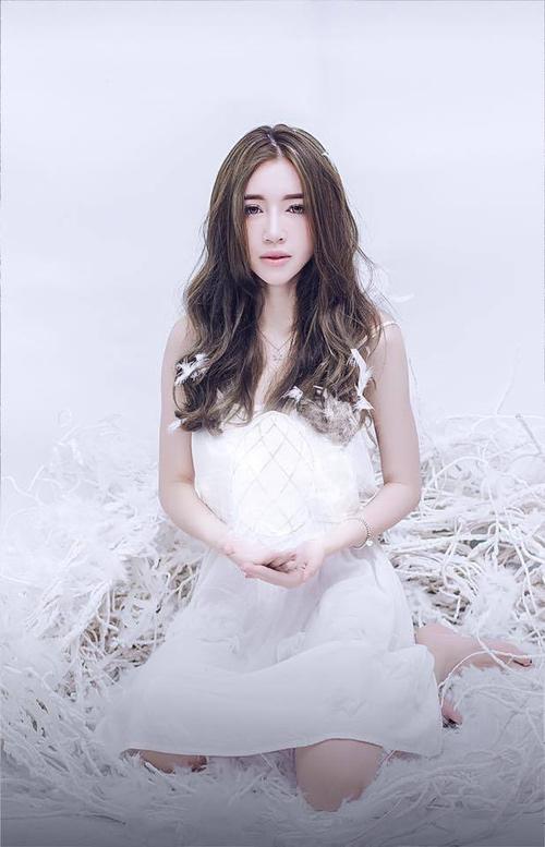 Báo Thái khen Elly Trần đẹp hơn bội phần sau sinh - 6
