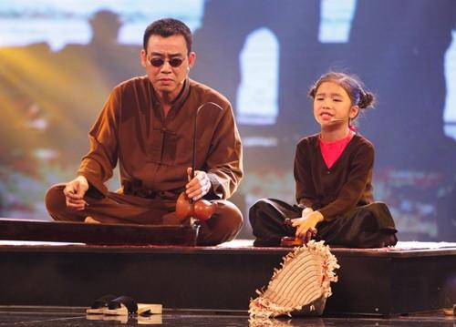 """Việt Hương, Trấn Thành """"nghiêng mình"""" vì cô bé hát xẩm - 2"""