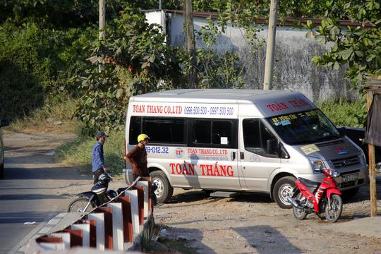 Nhà xe thản nhiên vị phạm lệnh cấm - 11