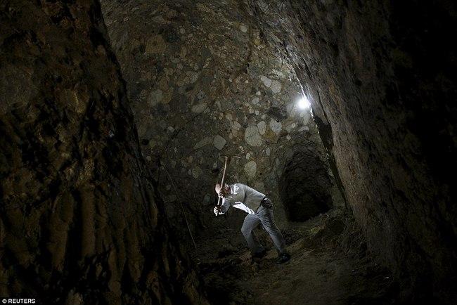 Hì hụi 12 năm đào hầm rộng 185m2 làm nhà ở Costa Rica - 10