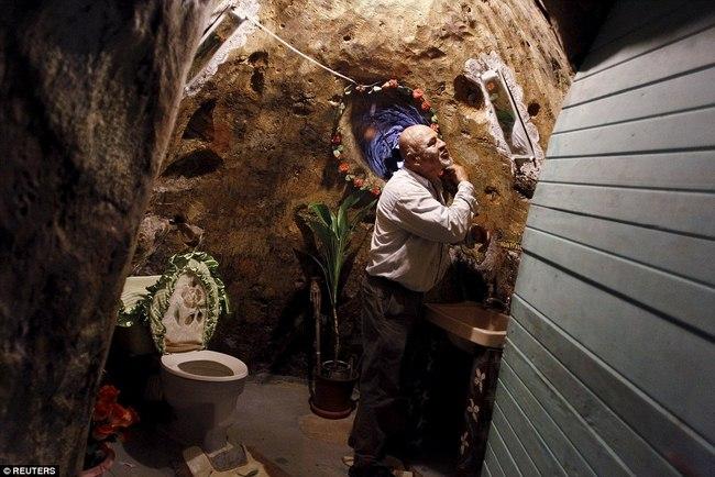Hì hụi 12 năm đào hầm rộng 185m2 làm nhà ở Costa Rica - 2