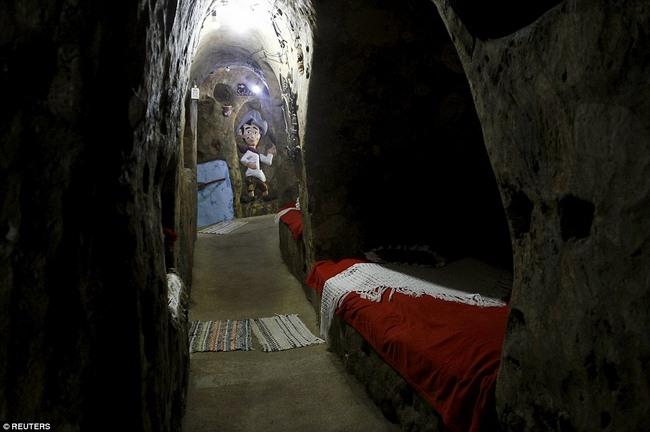 Hì hụi 12 năm đào hầm rộng 185m2 làm nhà ở Costa Rica - 3