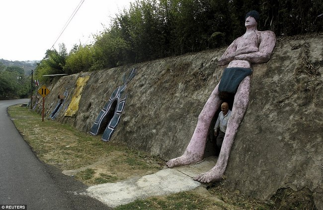 Hì hụi 12 năm đào hầm rộng 185m2 làm nhà ở Costa Rica - 4