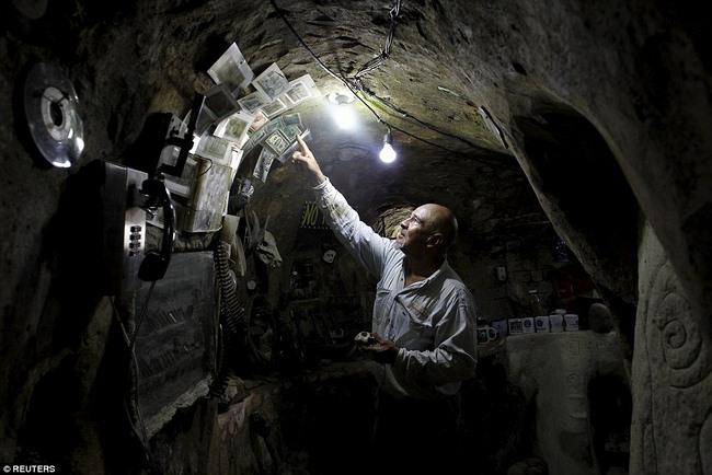 Hì hụi 12 năm đào hầm rộng 185m2 làm nhà ở Costa Rica - 5
