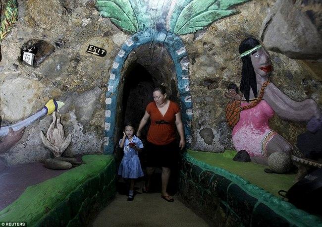Hì hụi 12 năm đào hầm rộng 185m2 làm nhà ở Costa Rica - 6