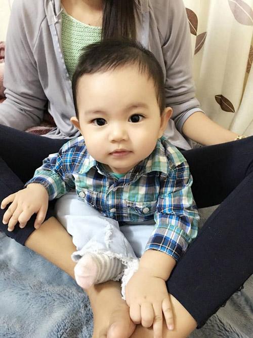 Facebook sao 19/3: Phan Hiển khoe con trai cưng - 1