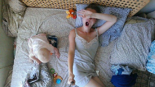 """Ngộ nghĩnh bộ ảnh mẹ """"tự sướng"""" cùng con gái nhỏ - 1"""