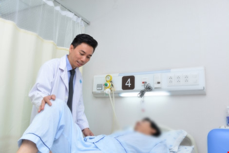 Báo động: Ung thư trực tràng ngày càng trẻ hóa - 1
