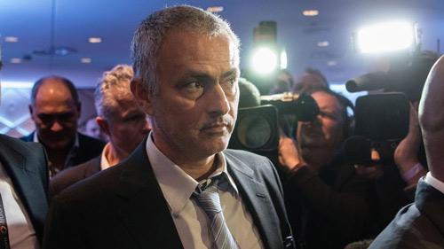 Derby Manchester: Fan MU có nên cổ vũ cho... Man City - 3