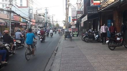 Mẹ giằng lại con trên tay tên cướp giữa đường Sài Gòn - 1