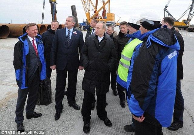 """Cầu không xây xong, Putin dọa """"treo"""" người liên quan - 4"""