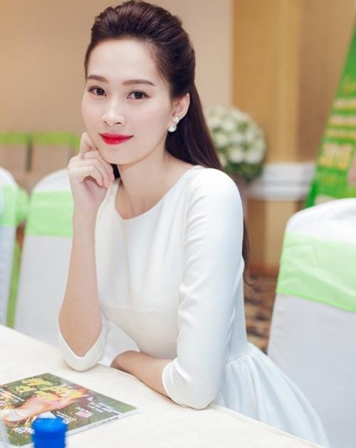 Nhan sắc mộc mạc thuở chưa nổi tiếng của dàn Hoa hậu Việt - 10