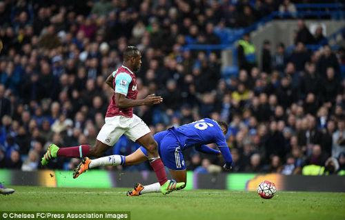 Chelsea thoát thua, Hiddink khẩu chiến gay gắt Bilic - 1