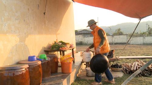 """Xuân Bắc """"ủ mưu"""" xây dựng nhà vệ sinh cho trẻ em vùng núi - 14"""