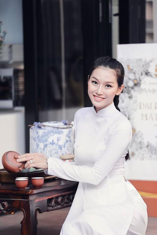 Vóc dáng gợi cảm của chân dài Việt sợ ăn đồ tây - 1