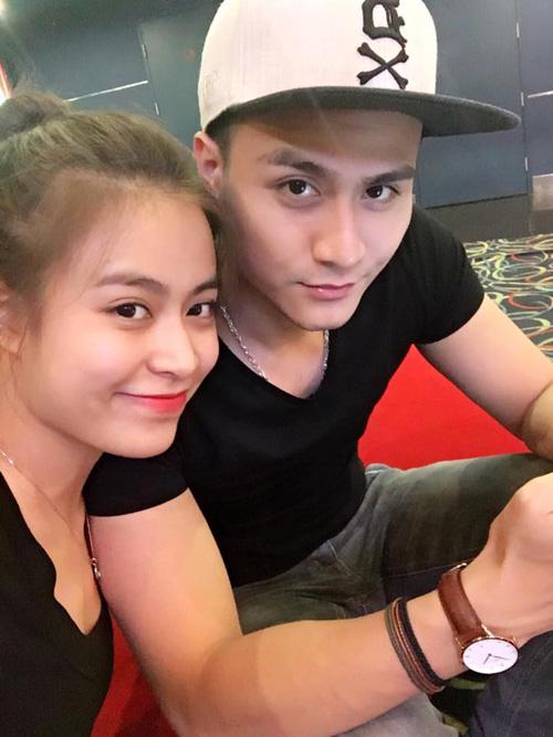 Facebook sao 20.3: Hoàng Thùy Linh khoe ảnh hẹn hò - 1