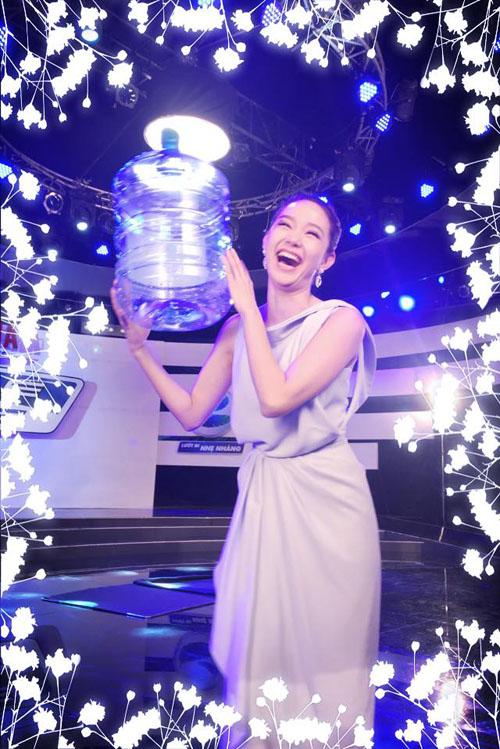 Facebook sao 20.3: Hoàng Thùy Linh khoe ảnh hẹn hò - 10