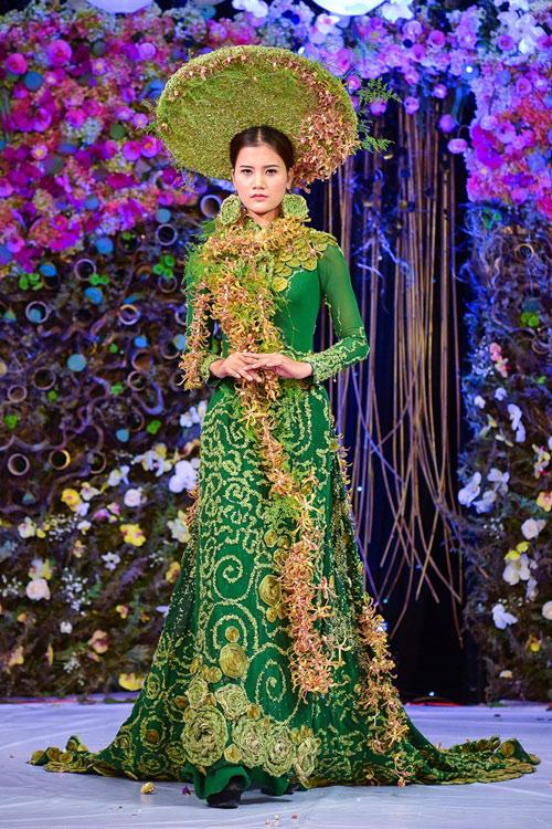Lan Khuê diện áo dài kết hoa tươi duyên dáng - 3