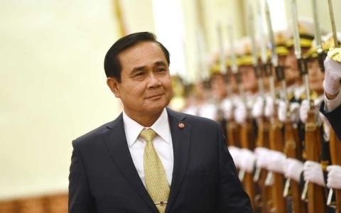 """Thủ tướng Thái Lan kêu gọi xem """"Hậu Duệ Mặt Trời"""" - 2"""