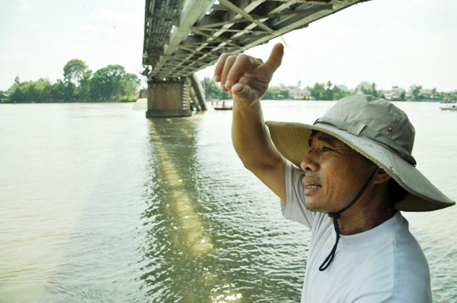 """Sập cầu Ghềnh: """"Chạy nhanh chút nữa là tôi xuống sông rồi"""" - 7"""