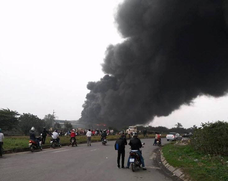 Cháy lớn tại Vĩnh Phúc - 1