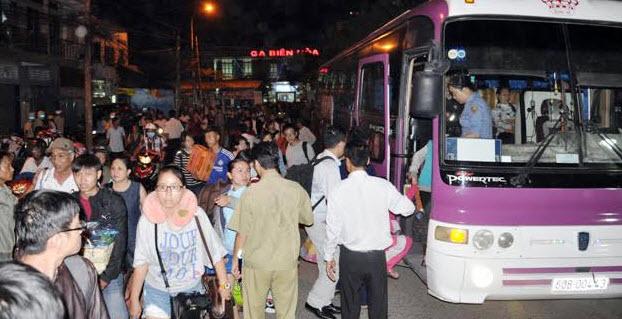 Sập cầu Ghềnh: Hàng nghìn hành khách kẹt ở ga Biên Hòa - 2