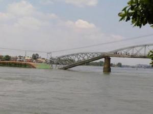 Tin tức Việt Nam - Vụ sà lan đâm sập cầu Ghềnh: 2 tài công đã bỏ trốn