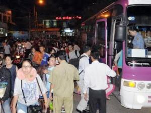Tin tức trong ngày - Sập cầu Ghềnh: Hàng nghìn hành khách kẹt ở ga Biên Hòa