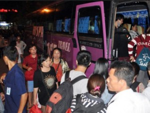 """Tin tức trong ngày - Ảnh: Sập cầu Ghềnh, ga Biên Hòa """"gồng mình"""" đón khách"""