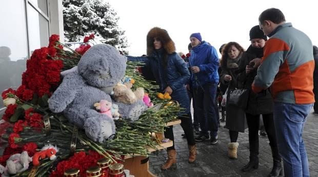 2 ngày sau vụ Boeing rơi: Sợ hãi nhìn danh sách tử nạn - 4