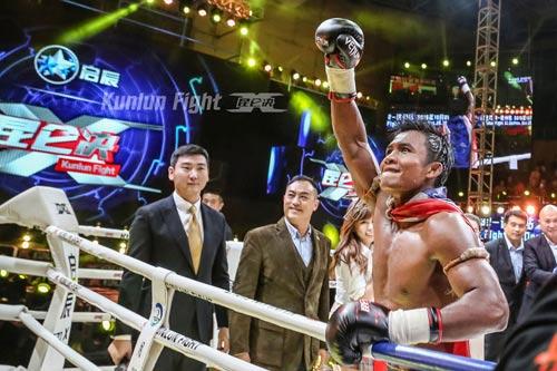 """""""Hoàng tử Muay Thái"""" đả bại SAO võ thuật Trung Quốc - 12"""