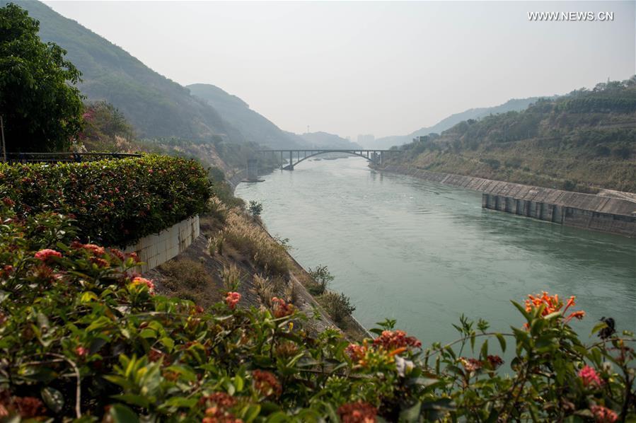 Ảnh: Đập thủy điện TQ xả nước xuống phía Việt Nam - 2