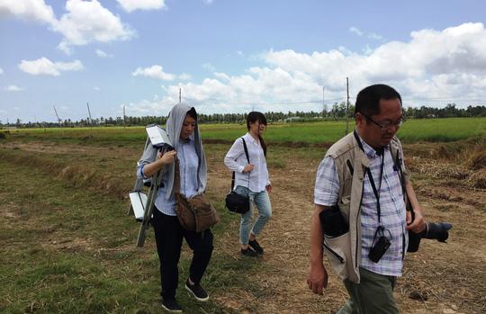 Nhà báo Nhật thị sát hạn mặn ở ĐBSCL - 2
