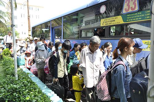 Cầu Ghềnh sập, hành khách lũ lượt trả vé ở ga Sài Gòn - 9