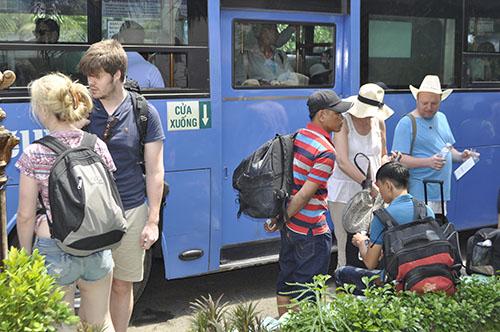 Cầu Ghềnh sập, hành khách lũ lượt trả vé ở ga Sài Gòn - 10