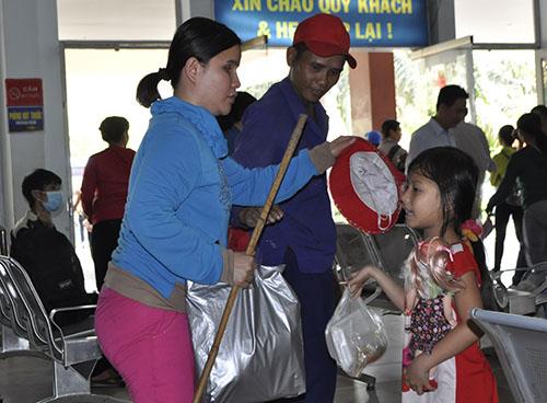 Cầu Ghềnh sập, hành khách lũ lượt trả vé ở ga Sài Gòn - 8
