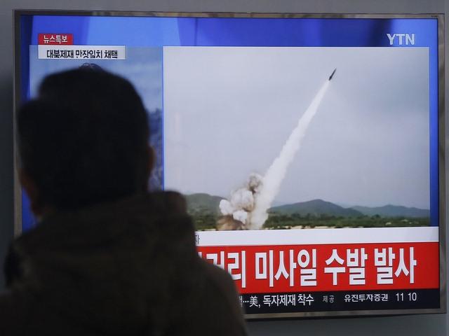 """Triều Tiên tiếp tục """"nã"""" tên lửa vào biển Nhật Bản - 1"""