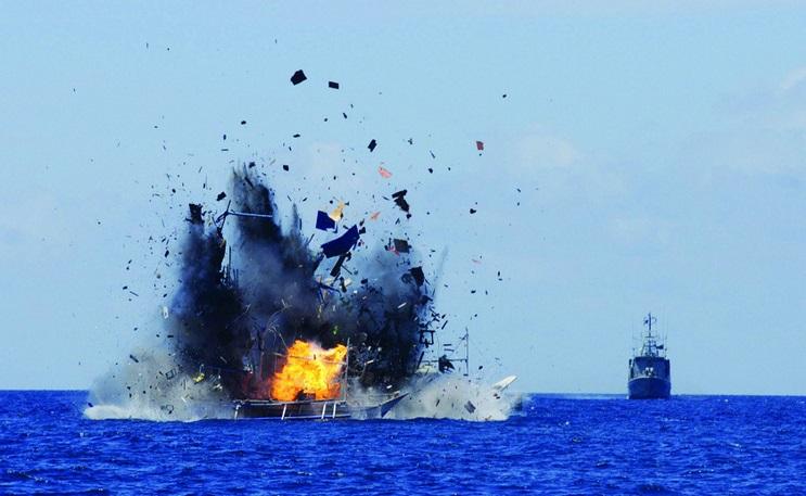 Indonesia bắt giữ tàu đánh bắt trái phép, TQ giải cứu - 2