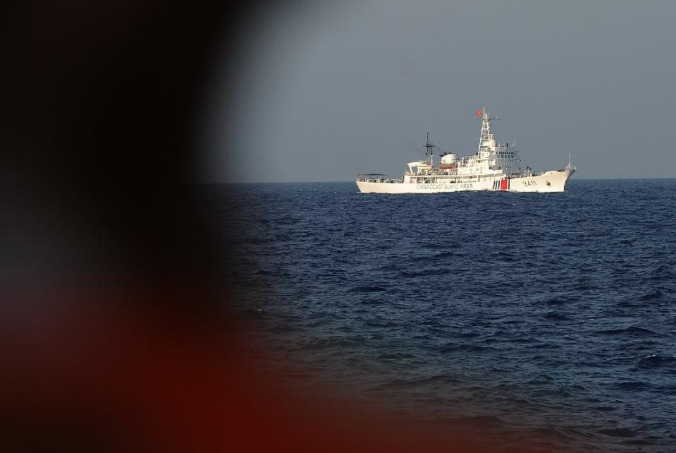 Indonesia bắt giữ tàu đánh bắt trái phép, TQ giải cứu - 1