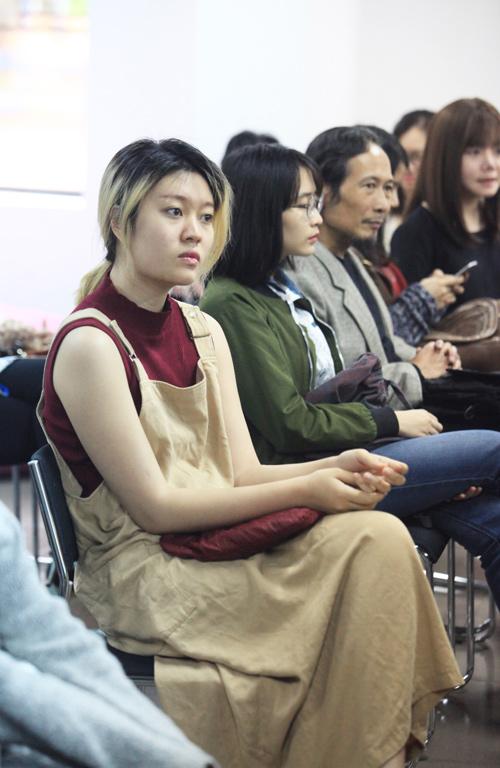 Tín đồ thời trang Hà Nội cá tính với tóc nhuộm rực rỡ - 16