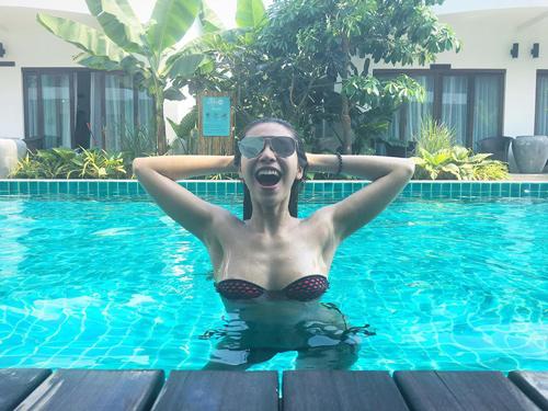 """Mỹ nữ Việt """"lăng xê"""" áo tắm khoét xẻ, bikini quây - 2"""