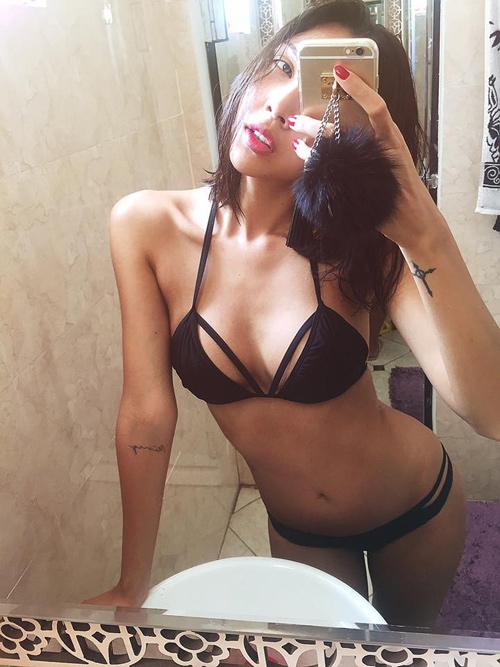 """Mỹ nữ Việt """"lăng xê"""" áo tắm khoét xẻ, bikini quây - 6"""