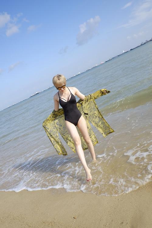 """Mỹ nữ Việt """"lăng xê"""" áo tắm khoét xẻ, bikini quây - 7"""